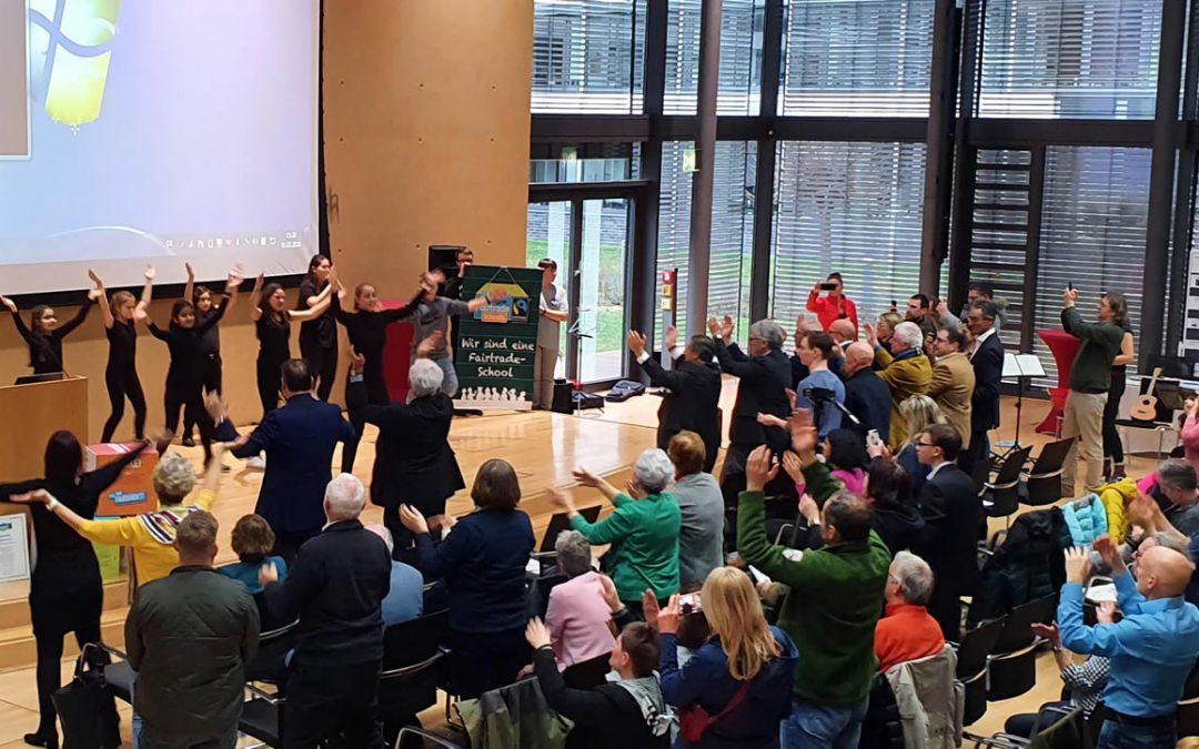 Ceremonia de premiación: distrito de comercio justo Offenbach con la actuación «Small Talk»